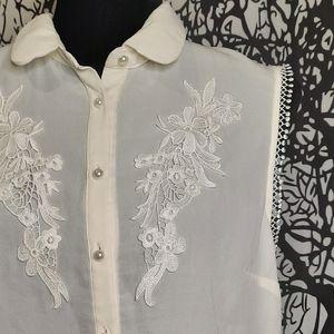 Antique Style Off White Sleeveless Blouse